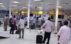 """الصورة: الصورة: """"فوضى السفر"""" ترفع تذاكر الطيران 500 بالمئة في السودان"""