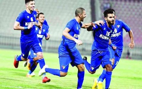 الصورة: الصورة: 30 لاعباً في قائمة الأزرق الكويتي