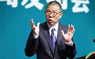 ملياردير المياه المعبأة يصبح أغنى رجل في الصين