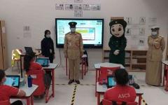 الصورة: الصورة: شرطة دبي تواصل جهودها التوعوية بالإجراءات الاحترازية للطلبة