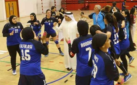 الصورة: الصورة: البحريني رضا يقود «سيدات النصر» في موسم اليد