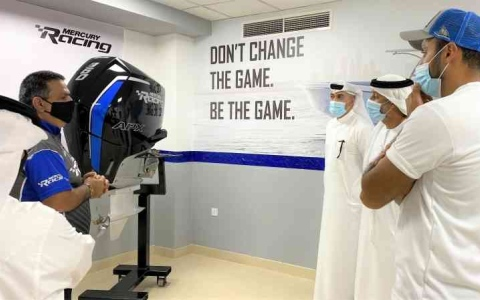 الصورة: الصورة: «دبي البحري» يطلع على أحدث محركات الزوارق