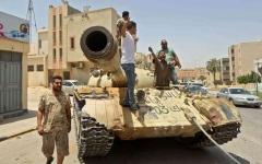 الصورة: الصورة: صراع الميليشيات في طرابلس يعزز الدعوات إلى تفكيكها