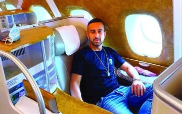 الصورة: الصورة: ضياء سبع يصل إلى دبي
