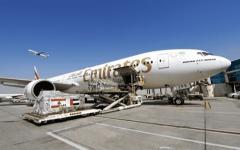 الصورة: الصورة: الإمارات للشحن الجوي تواصل نقل إمدادات الإغاثة إلى بيروت
