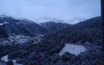 الصورة: الصورة: شاهد.. التساقطات الأولى للثلوج هذا الموسم في سويسرا