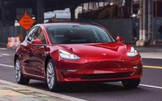 الصورة: الصورة: 20 مليون سيارة مبيعات «تسلا» 2027