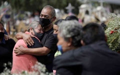 الصورة: الصورة: 38 مليون إصابة بكورونا حول العالم والوفيات مليون و85 ألفاً