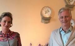 الصورة: الصورة: ملك بلجيكا يلتقي بأخته غير الشقيقة لأول مرة بعد إثبات بنوتها لأبيه