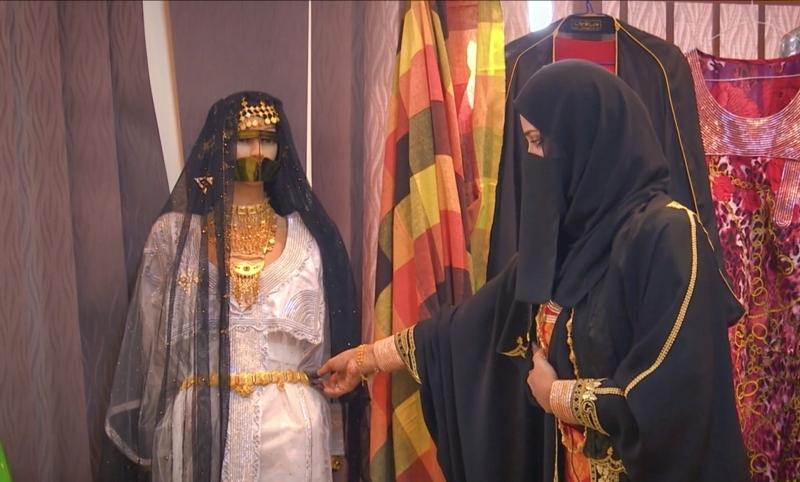 الصورة : موزة العميمي تشرح عن «زهبة العروس » | البيان