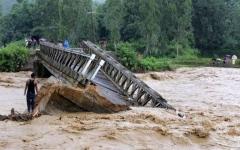 الصورة: الصورة: مقتل 100 شخص في فيضانات الهند