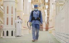 الصورة: الصورة: بالفيديو .. فتح الروضة الشريفة أمام المصلين بعد توقف دام 250 يوماً