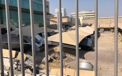 الصورة: الصورة: بالفيديو.. انهيار موقف للسيارات في أحد الأبراج السكنية في السعودية