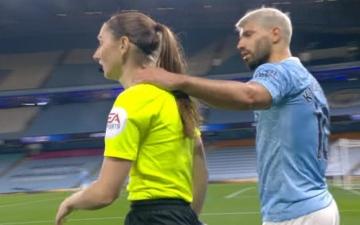 الصورة: الصورة: أجويرو ينجو من الطرد وجوارديولا يتعاطف مع اللاعب