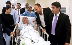 الصورة: الصورة: عريقات إلى إسرائيل للعلاج من «كورونا»