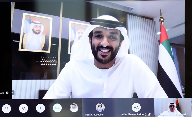 الصورة : عبد الله بن طوق خلال الاجتماع الافتراضي | من المصدر