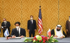 الصورة: الصورة: توقيع بيان مشترك لإقامة علاقات دبلوماسية بين البحرين وإسرائيل