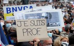 الصورة: الصورة: مظاهرة ضخمة في باريس بعد مقتل معلم
