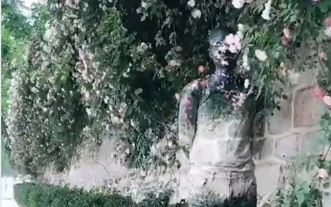 """الصورة: الصورة: بالفيديو.. يمكن لهذا الفنان الصيني """"الاختفاء"""" في أي خلفية"""