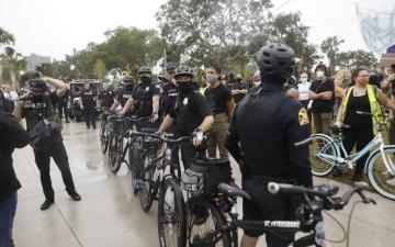 الصورة: الصورة: احتمالات الشغب الانتخابي كابوس يؤرّق الشرطة الأمريكية