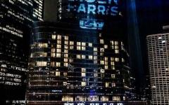 الصورة: الصورة: بفعل فاعل.. اسم بايدن يسطع على برج ترامب
