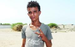 الصورة: الصورة: عائلة يمنية فقدت طفلين.. وخسرت يد الثالث برصاص الحوثي