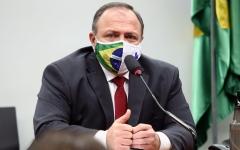 الصورة: الصورة: إصابة وزير الصحة البرازيلي بفيروس كورونا