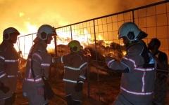 الصورة: الصورة: حريق بسوق المواشي في دبي