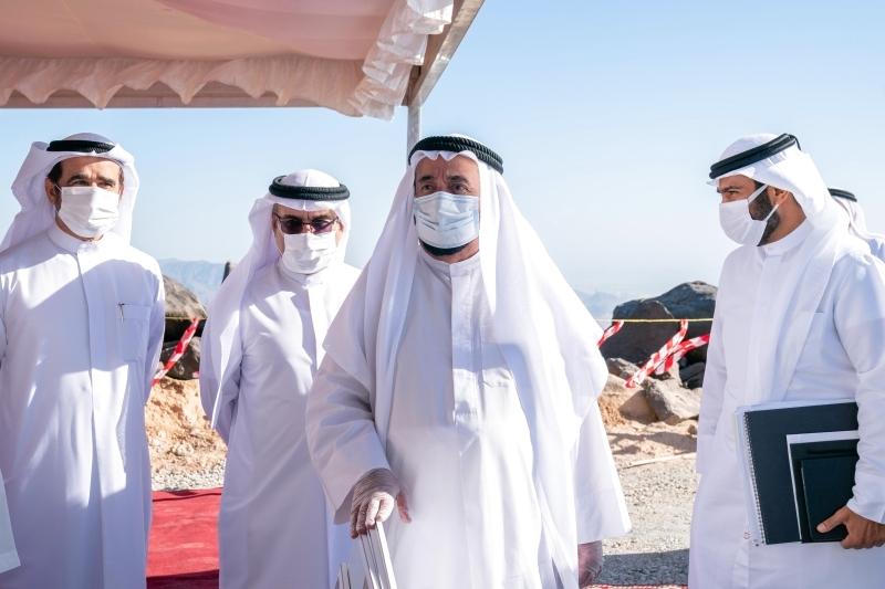 الصورة : سموه خلال الجولة في كلباء