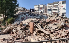 الصورة: الصورة: بالصور..قتلى وجرحى في زلزال قوي ضرب تركيا