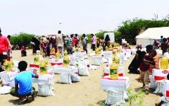 الصورة: الصورة: 231 ألف يمني استفادوا من مساعدات «الهلال» الإماراتي منذ بداية العام