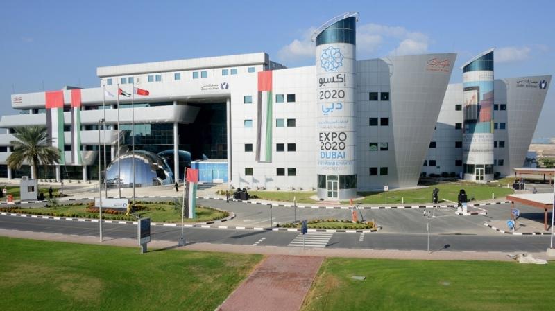 الصورة : جمارك دبي تطور 125 مشروعاً جمركياً في 12 عاماً | البيان