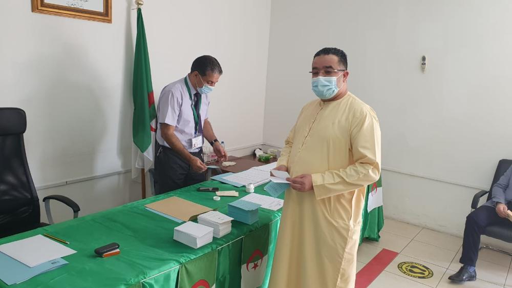 الصورة : خلال عملية التصويت في القنصلية الجزائرية بدبي