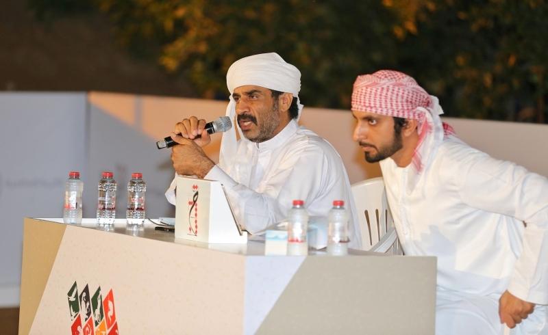 الصورة : عبدالله بن دلموك وراشد الخاصوني خلال التحكيم | من المصدر