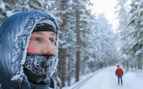 الصورة: الصورة: الهواء البارد.. هل يقتل الفيروسات أم يساعدها على الانتشار