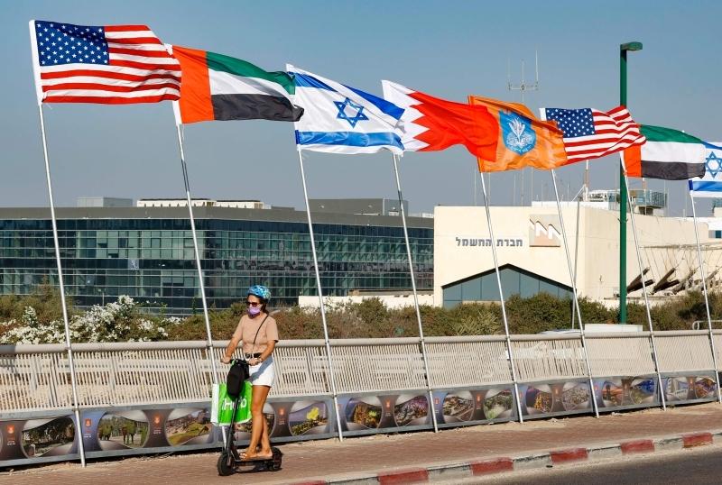 الصورة : أعلام الإمارات والبحرين والولايات المتحدة وإسرائيل في نتانيا | أرشيفية