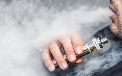 الصورة: الصورة: التدخين الإلكتروني وتأثيره على الجهاز التنفسي