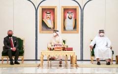 الصورة: الصورة: محمد بن زايد وحمد بن عيسى وعبدالله الثاني يعقدون قمة ثلاثية
