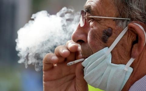 الصورة: الصورة: التدخين يؤدي إلى تفاقم عدوى كورونا في الشعب الهوائية