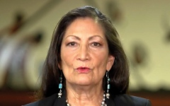 الصورة: الصورة: أول امرأة من سكان أمريكا الأصليين مرشحة لمنصب وزيرة