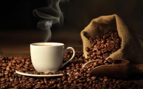 الصورة: الصورة: أضرار شرب القهوة على الريق