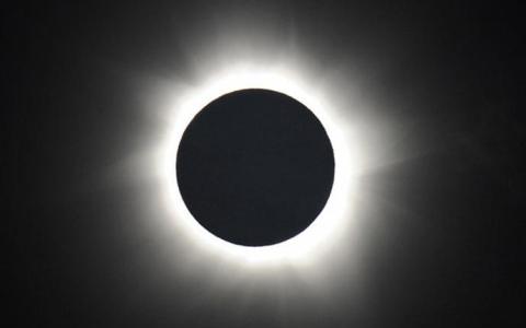 الصورة: الصورة: ما حقيقة تعرض الأرض لـ 3 أيام من الظلام في شهر ديسمبر؟