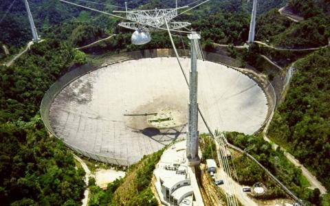 الصورة: الصورة: تفكيك المرصد «أريسيبو» يُحزن علماء الفضاء
