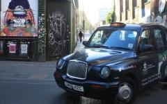 الصورة: الصورة: سيارات الأجرة السوداء البريطانية الشهيرة...من الطرق إلى الحقول بسبب الجائحة