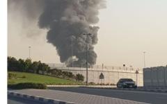 الصورة: الصورة: فيديو..اندلاع حريق بمستودع قطع غيار للسيارات في الشارقة
