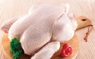 الصورة: الصورة: 4 أجزاء في الدجاج لا ينصح بأكلها
