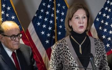 الصورة: الصورة: لماذا أوقف فريق ترامب العمل مع المحامية سيدني باول؟
