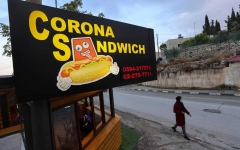 """الصورة: الصورة: مطعم فلسطيني يقدم """"سندوتش كورونا""""!"""