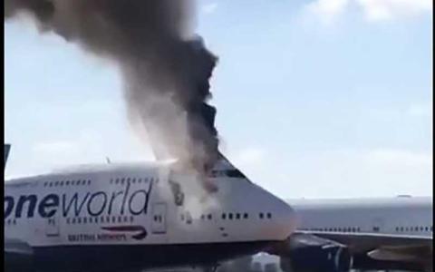 الصورة: الصورة: بالفيديو.. حريق في طائرة تابعة للخطوط البريطانية