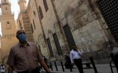 الصورة: الصورة: مصر.. إحالة غير الملتزمين بارتداء الكمامة لمحكمة أمن الدولة